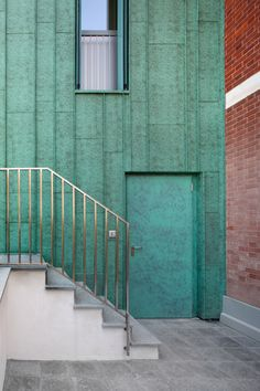 Italian police loves copper too! Here an green copper extension of the local police station of Saluzzo / La police italienne aime aussi le cuivre! Ici l'extension en cuivre oxydé de la caserne de la municipalité de Saluzzo #copper #cuivre #architecture #green #building