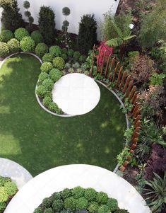 Award-winning gardeners offering garden landscaping, design & maintenance services in Hampshire & Dorset. Experts in artificial grass, garden rooms, driveways, paving & patios. Circular Garden Design, Back Garden Design, Garden Design Plans, Small Garden Landscape Design, Small Garden Plans, Back Gardens, Small Gardens, Outdoor Gardens, Garden Edging