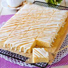 Baka mjuka kakor i långpanna som räcker till många. No Bake Desserts, Dessert Recipes, Grandma Cookies, Swedish Recipes, Bread Cake, No Bake Cake, Love Food, Cookie Recipes, Food To Make