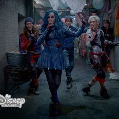 """was inspired by his previous work with when creating the moves for """"Chillin' Like a Villain. Carlos Descendants, Disney Channel Descendants 2, Descendants Wicked World, Disney Descendants 3, Descendants Cast, Disney Villains, Disney Movies, Disney Pixar, Sofia Carson"""