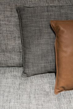 Bed Cushions, Scatter Cushions, Diy Pillows, Decorative Pillows, Throw Pillows, Sofa Design, Furniture Design, Bed Legs, Linen Bedroom