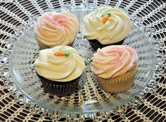 Cupcakes opskrift - Lad din indre kreatør blomstre med cupcakes her Cupcake Tray, Cupcake Frosting, Cream Frosting, Carrot Cupcake Recipe, Carrot Cake Cupcakes, Mothers Day Cupcakes, Mothers Day Cake, Afternoon Tea, Chantilly Cream