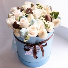 New basket flower cake gift ideas Ideas Edible Fruit Arrangements, Edible Bouquets, Chocolate Gifts, Homemade Chocolate, Strawberry Roses, Chocolates, Sweet Box, Gift Cake, Chocolate Bouquet