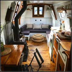 Interior of Velvet Morning canal boat - Boutique Barges - LifeBeyondBorders - Life Beyond Borders Barge Boat, Canal Barge, Tiny House Living, Small Living, Canal Boat Interior, Narrowboat Interiors, Caravan Decor, Dutch House, Boat Lift
