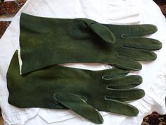Vintage 1930s green suede kid leather gloves s 6 by sandandwill