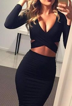 Go ahead and ease your mind about what you should wear today! This front cross bodycon dress is perfect for fall style.You should wear this super chic bodycon piece!Get more amazing pieces at Romoti.com
