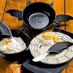 batwingdreams: I won't be able to cook anything EVER AGAIN unless I have this. EDIT: Oh my lord, I found it. Don't everybody buy one until I can: Bat Dip Bowl and Spreaders Halloween Kitchen, Halloween House, Halloween Dip, Kitchen Items, Kitchen Utensils, Kitchen Decor, Goth Home Decor, Gothic Furniture, Spooky Decor