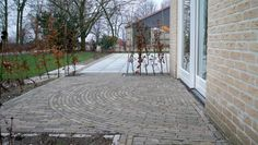 Halve cirkel van waaltjes. Sidewalk, Patio, Outdoor Decor, Outdoors, Home Decor, Lawn And Garden, Decoration Home, Room Decor, Side Walkway