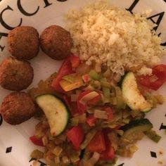 Falafel balletjes met couscous en groenten met spice lemmon kruiden