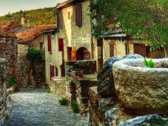 Diaporama n°8 : Minerve : pierre précieuse du Languedoc-Roussillon   Cliquez ici pour voir ce diaporama