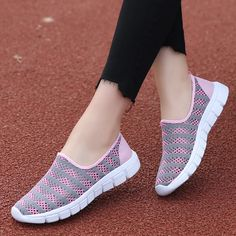 Sports Shoes For Girls, Girls Shoes, Girls Sneakers, Sneakers Fashion, Fashion Shoes, Covet Fashion Hack, Sketchers Shoes Women, Trendy Womens Shoes, Cool Womens Sneakers
