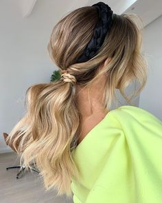 2020 Latest Ponytail Hairstyle For Medium-length Hair - Busters. Messy Ponytail Hairstyles, Ponytail Styles, Girl Hairstyles, Hair Ponytail, Hair Dos, Wedding Hairstyles, Medium Hair Styles, Long Hair Styles, Popular Short Hairstyles
