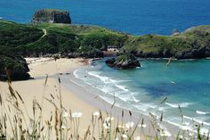 Playa de Niembro - Asturias Places To Travel, Places To See, Asturias Spain, Places In Spain, Basque Country, Spain And Portugal, Vacation Destinations, Strand, World Cities
