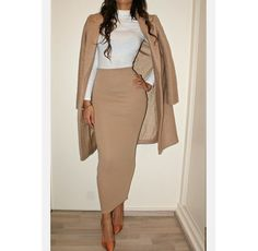 Khaki & White a long pencil skirt like this is A 1 👌🏼 Long Pencil Skirt, Pencil Skirt Outfits, Pencil Dresses, Work Dresses, Midi Pencil Skirts, Khaki Skirt Outfits, Pencil Skirt Dress, Classy Outfits, Chic Outfits