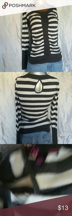 Stripped Fitted Stretch Sweater Top Stripped Fitted Stretch Sweater Top Size-Medium Tops Tees - Long Sleeve