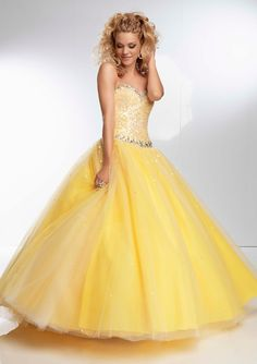 Lemon meringue pie gown! Gorgeous! I've never been a big yellow fan, but this is beautiful!