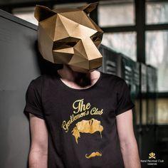 Steve Wintercroft, un artista británico apasionado por las manualidades, comenzó hace poco más de un año a diseñar máscaras geométricas con el...