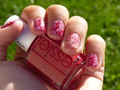 Lace-like flowers stamping - Essie Forever Yummy and OPI Samoan Sand