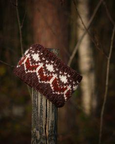 Design by The Norwegian Saga / Trude Bentsop Knitting Socks, Baby Knitting, Crochet Baby, Knit Crochet, Knitted Shawls, Knitted Bags, Sunday Feels, Shield Maiden, Crochet Slippers