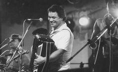 O cantor, compositor e sanfoneiro Dominguinhos toca forró no Festival de Verão…
