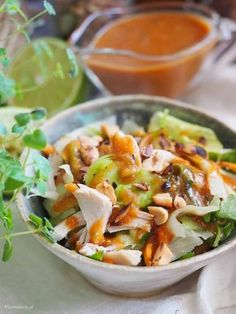 Thai salad with peanut dressing. Easy fast and delicious salad with chicken and peanut dressing with honey and ginger. (In English and Polish) Thai Salat, Peanut Dressing, Healthy Salad Recipes, Polish Chicken, Chicken Salad, Poultry, Good Food, Food And Drink, Cooking Recipes