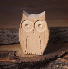 Owl is a nocturnal animal, and it is the symbol of wisdom. You can buy a wooden owl toy or other wooden animal toys on our website. Mummy Crafts, Owl Crafts, Small Woodworking Projects, Small Wood Projects, Wooden Animal Toys, Rustic Log Furniture, Indoor Crafts, Wood Owls, Handmade Wooden Toys