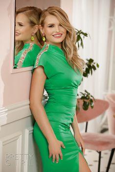 ROCHIE SATIN VERDE CU PIETRE PE UN UMĂR Green Dress, Pretty Girls, Girl Fashion, Satin, Events, Dresses, Green, Women's Work Fashion, Vestidos