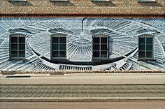 Vier Fenster mit Rad-Graffiti - Digitalfoto: Reinhard Schäffler