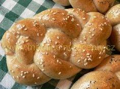 Kváskové housky Bread And Pastries, Hamburger, Food And Drink, Decor, Basket, Decoration, Burgers, Decorating, Deco