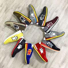 Atlantic STARS(アトランティックスター)は第2のNew Balance(ニューバランス)とも言える程。カラーバリエーションとポップなデザインに、人気に火が付き爆発的ヒットも時間の問題。要チェックです♪ Fashion Shoes, Mens Fashion, Casual Sneakers, 4th Of July Wreath, Bags, Inspiration, Collection, Christmas, Moda Masculina