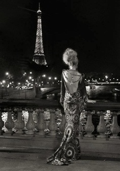 Paris #Ellegance #Eiffel #Woman