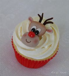 Rudolph the red-nosed reindeer.had a very shiny nose! Fondant Rudolph on vanilla cupcake. Reindeer Cupcakes, Christmas Cupcakes, Christmas Sweets, Christmas Time, Merry Christmas, Yummy Cupcakes, Vanilla Cupcakes, Mini Cakes, Cupcake Cakes
