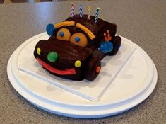 Chocolate Car Cake–adorable and easy to make! No cake decorating skills require… Chocolate Car Cake–adorable and easy to make! No cake decorating skills required! Special Birthday Cakes, Beautiful Birthday Cakes, Chocolate Car, Cake Decorating Classes, Different Cakes, Occasion Cakes, Amazing Cakes, Annie, Special Occasion