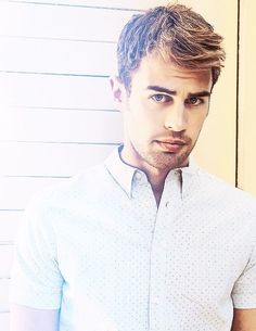Theo James is playing Four! At first I was thinking um excuse you casting directors but then I was just.....Yeah this works....:D