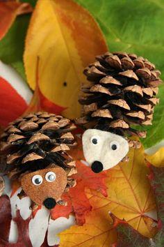 Leuk voor op de herfsttafel: egeltjes van dennenappels!