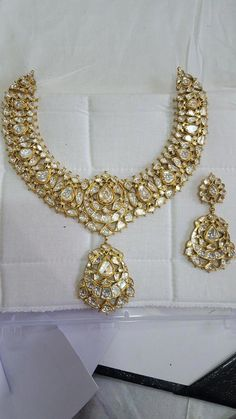 kundan meena polki nec set in 2020 India Jewelry, Gold Jewelry, Antique Jewellery, Diamond Jewellery, Mughal Jewelry, Antique Necklace, Gold Earrings, Drop Earrings, Jewelry Patterns