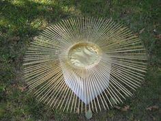 Creating a Sunburst Mirror Mirror Lamp, Sunburst Mirror, Diy Mirror, Diy Home Crafts, Crafts To Make, Arts And Crafts, Mirror Inspiration, Metallic Spray Paint, Crafts