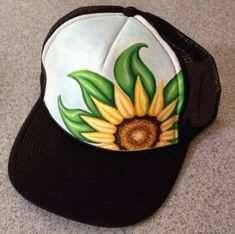 Handpainted Sunflower Trucker Hat by JulesJewelsJewelry on Etsy Air Brush Painting, Fabric Painting, Painted Hats, Hand Painted, Diy Hat, Craft Club, Posca, Hat Hairstyles, Outfits With Hats