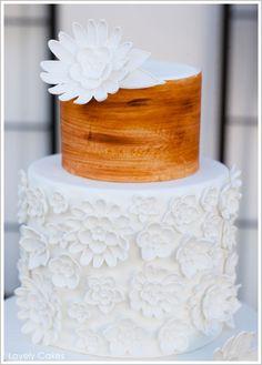 В стиле рустик: свадебный торт с ярусом под дерево!