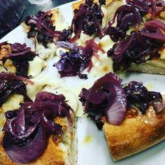 Storia della pizzaiola che a L'Aquila fa una delle migliori pizze d'Italia. Leggetela su www.gamberorosso.it #pizza #pizzerie #madeinitaly #food #foodie #yummy #cipolla #instagood #instafood