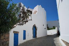 Tipica via di Panarea, un'isola italiana appartenente all'arcipelago delle isole Eolie, in Sicilia.