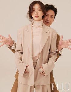 Lee Sun Kyun, Korean Star, Couple Posing, Asian Woman, Raincoat, Photoshoot, Poses, Blazer, Couples