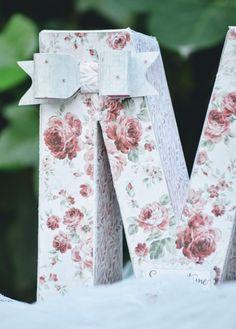 Hoy quiero enseñaros esta inicial decorada con la misma colección de papelesSummertimedeMaja Design, en tonos rosados y rojos ideal para decorar tanto la celebración del evento como la habitaciòn infantil. Si os gusta y quereis una igual solo teneis que pedirmela a través de la pestañaCONTACTO en la barra de inicio.   Si te …
