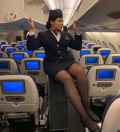 Airline Attendant, Flight Attendant Life, Packing Tips For Travel, Europe Packing, Traveling Europe, Backpacking Europe, Packing Lists, Travel Hacks, Travel Essentials