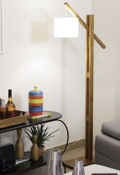 A luminária de piso e que seja alta consegue iluminar todo o espaço Lamp Design, Lighting Design, Desk Lamp, Table Lamp, Diy Floor Lamp, Diy Chandelier, Solar Lights, Kitchen Decor, Easy Diy