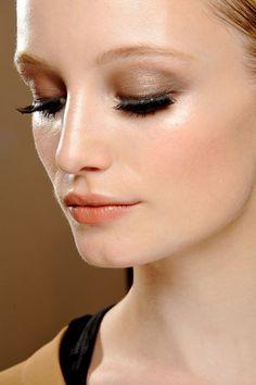 Make-up Frühjahr/Sommer 2013: Glänzender Teint - GLAMOUR