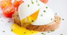 Pošírované vajíčko nie je žiadna veda. Stačí len dodržať zopár jednoduchých krokov. World Recipes, Chef Recipes, Brunch Recipes, Breakfast Recipes, Cooking Recipes, Cooking Hacks, Healthy Recipes, Breakfast Dishes, Healthy Eats