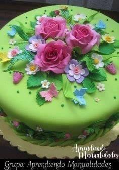 I would like to do something like this .- Wunderschöner Blumenkuchen … Ich würde gerne so etwas machen … – Cake Ar… Beautiful flower cake … I would like to do something like this … – Cake Art – pleasure - Gorgeous Cakes, Pretty Cakes, Cute Cakes, Amazing Cakes, Dessert Design, Strawberry Birthday Cake, Flower Birthday, Garden Cakes, Spring Cake