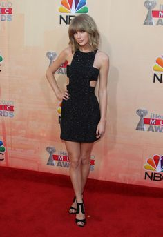 Taylor Swift at iHeartRadio awards! Taylor Swift Style, Taylor Swift Pictures, Taylor Alison Swift, Ethel Kennedy, Live Taylor, Look At You, Beautiful Celebrities, Queens, Celebs