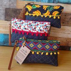 Beautiful fun and colourful clutch bags - - fabric crafts - Handmade Handmade Handbags, Handmade Bags, Pochette Portable Couture, Diy Clutch, Clutch Bags, Boho Bags, Patchwork Bags, Fabric Bags, Fabric Handbags